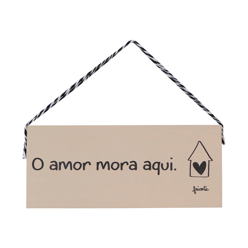 placa madeira o amor mora aqui